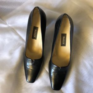 Bally black leather Italian pumps, size 8M.